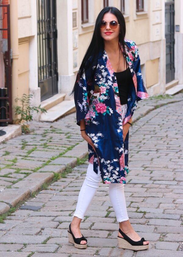 Kimono na každodenné nosenie v modrej farbe.