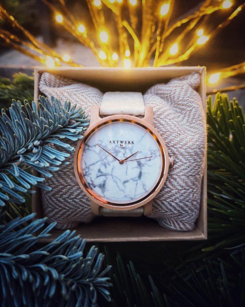 Obnoviteľný materiál hodiniek ananásové listy
