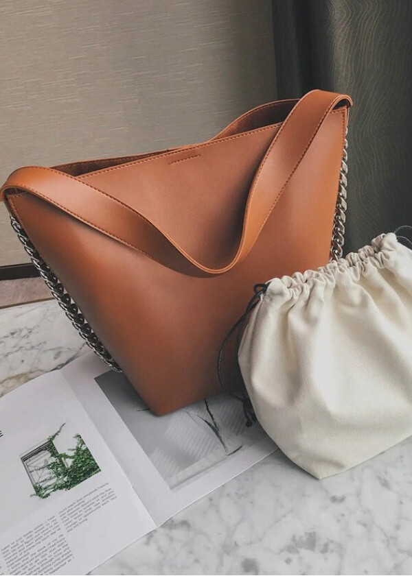 Veľká hnedá praktická kabelka taška na notebook na rameno.
