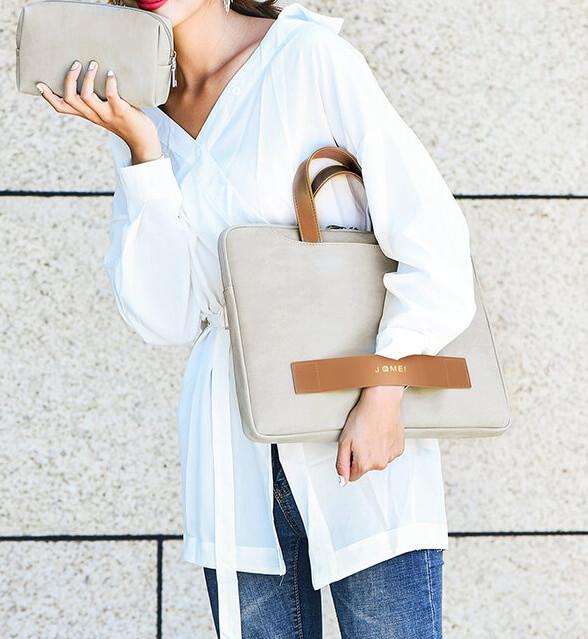 Elegantná taška na notebook, ktorú ľahko skombinujete k elegantnému oblečeniu a zároveň je šmrncová.