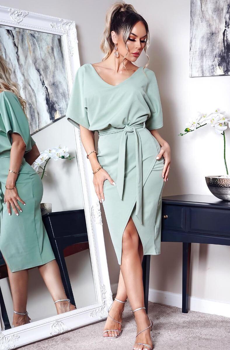 Krásne wrap šaty s opaskom v zelenej farbe
