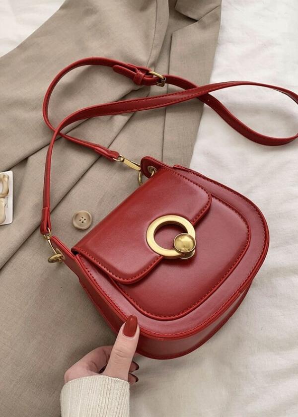 Spoločenská kabelka čerevenej farby