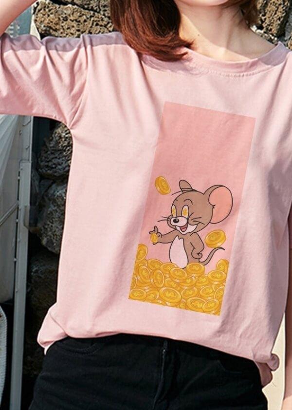 Tričko s rozprávkovým vzorom.