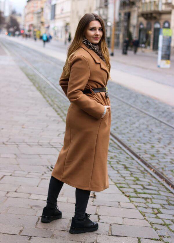 Krásny nadčasový hnedý kabát
