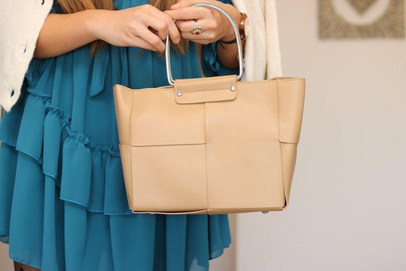 Elegantná kabelka v béžovej farbe