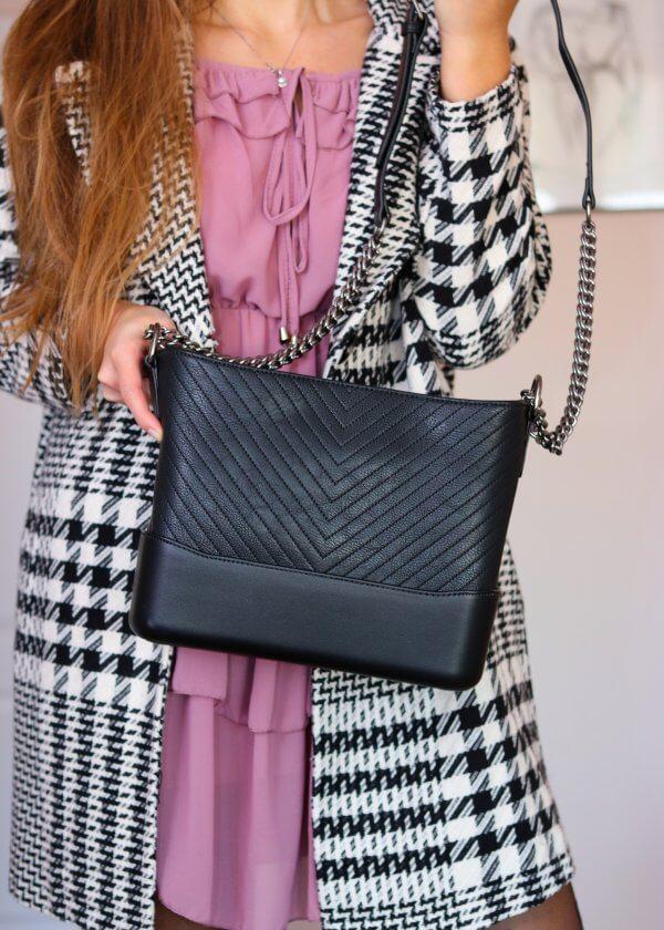 Trendy čierna crossbody kabelka
