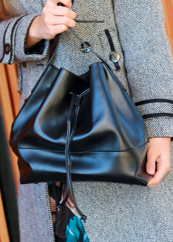 Crossbody čierna kabelka mešec