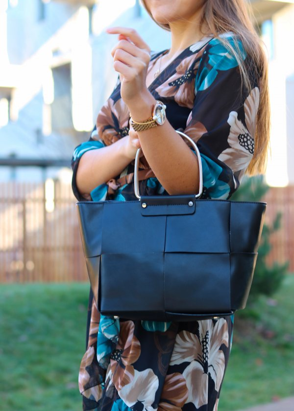 Elegantná kabelka v čiernej farbe