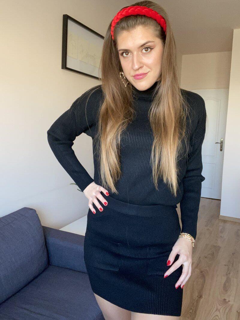 Čierny elegantný úpletový komplet.